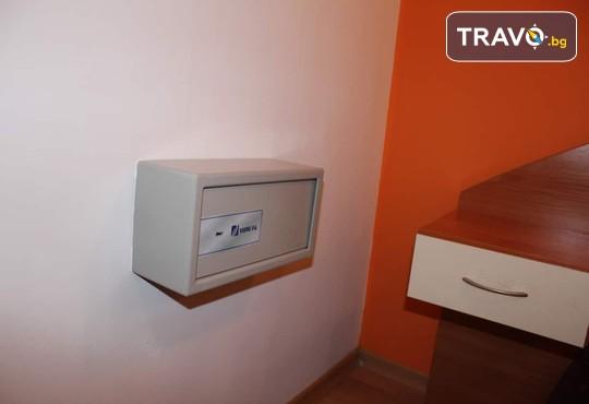 Апартамент 406, Хотел Флора 4* - снимка - 12
