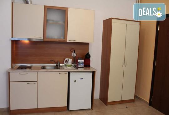 Апартамент 406, Хотел Флора 4* - снимка - 11