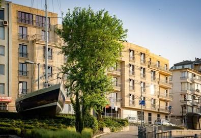 С чудесен изглед към Варненския залив!  1 нощувка със закуска в хотел Панорама 4*, Варна - Снимка