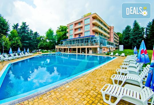 Хотел Глория 3* - снимка - 1