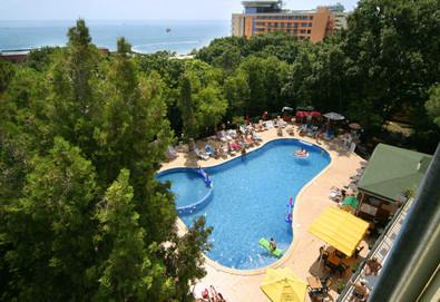 Август в Парк-хотел Тинтява 3*, к.к. Златни пясъци: Една нощувка със закуска и вечеря - Снимка