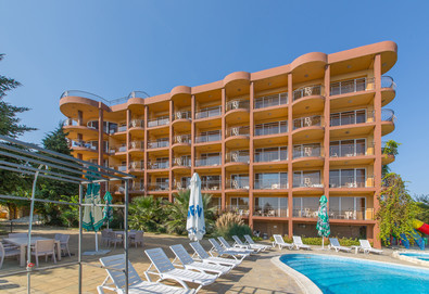 Лятна почивка в Хотел Бона Вита в Златни пясъци! Нощувка на база All Inclusive,външен басейн, лифт до плажа, чадър и шезлонг на плажа.За настаняване до 28.07: заплащате 6 нощувки, получавате 7-ма безплатно  - Снимка