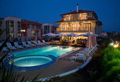 Открийте сезона в хотел Музите 3*, Созопол! 2 или 3 нощувки със закуски или закуски и вечери, ползване на басейн, безплатно за дете до 7г.! - Снимка