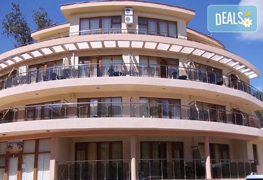 Хотел Sunny Paradise 3* - снимка - 3
