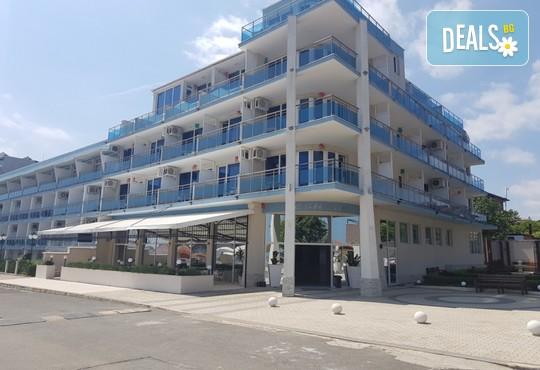 Хотел Ескада Бийч 3* - снимка - 2