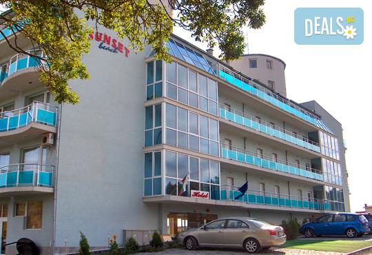 Хотел Сънсет Бийч 3* - снимка - 3