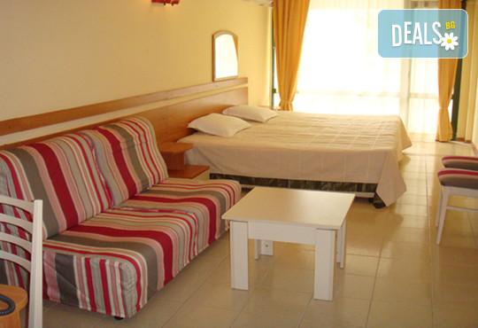 Хотел Амфибия Бийч 3* - снимка - 7
