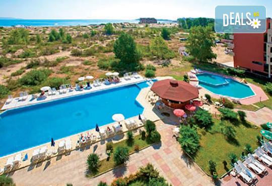 Хотел Амфибия Бийч 3* - снимка - 1
