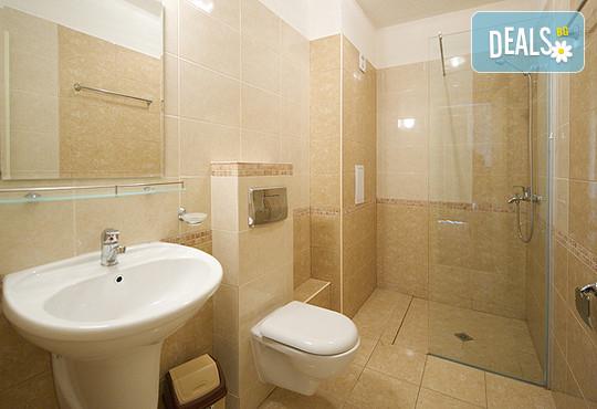 Хотел Голдън Ина 3* - снимка - 9