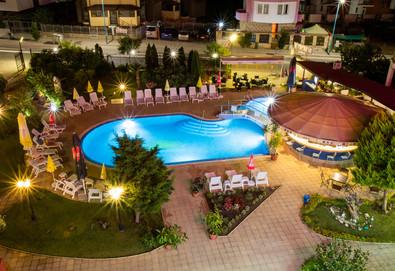 Почивайте през лятото в хотел Съни 3*, Созопол! Нощувка със закуска, ползване на басейн, шезлонг и чадър, безплатно за дете до 1.99г. - Снимка