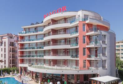 Почивайте през май в хотел Риагор 3*, Слънчев бряг! Нощувка на база All inclusive, ползване на басейн с чадъри и шезлонги! - Снимка