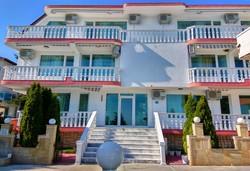 Юли-септември, Несебър, семеен хотел Хавай 2*: 1 нощувка за до 4-ма+ дете до 3г. безплатно