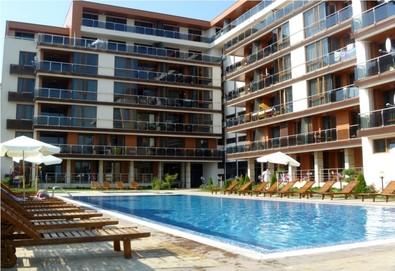 Слънчево лято в апартхотел Поморие Бей 3*: Една нощувка в студио или апартамент - Снимка