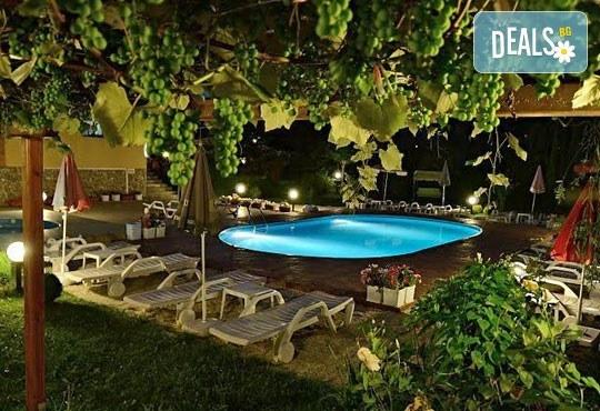 Семеен хотел Ив 2* - снимка - 9