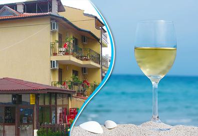 Късно лято с морска гледка в Семеен хотел Бавария, Синеморец! Нощувка със закуска и вечеря, безплатно за дете до 6.99 г  - Снимка