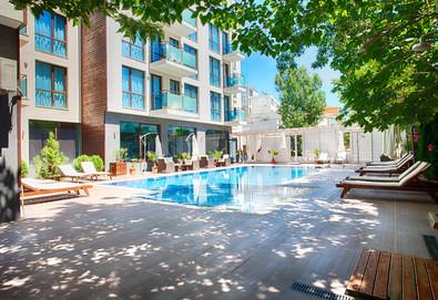 Изпратете лятото в апартхотел Сън Гейт 3*, Слънчев Бряг! 2 или 3 нощувки, ползване на басейн, шезлонг и чадър, безплатно за дете до 2.99г.!  - Снимка