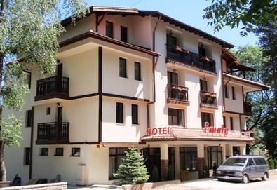Релаксирайте в хотел Емали, Сапарева баня! Нощувка със закуска и вечеря, ползване на минерален басейн, джакузи, сауна и парна баня! - Снимка