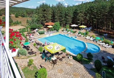 Релакс и уют през лятото във Велинград! Нощувка със закуска или със закуска и вечеря в Хотел Зора 2*, безплатно настаняване за деца до 5.99 г., ползване на басейн с джакузи - Снимка