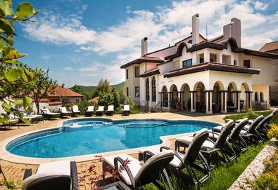 Релаксираща почивка във Велинград! Нощувка със закуска и вечеря, ползване на басейн, сауна, парна баня, безплатно за дете до 6г.  в хотел Хевън 3* - Снимка