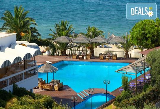 Kamari Beach Hotel 3* - снимка - 1