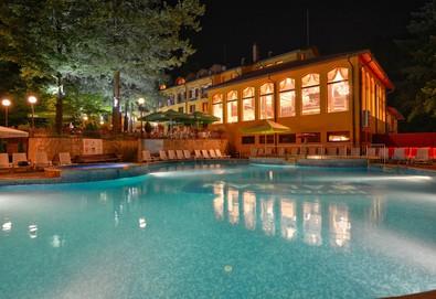 Прохладна почивка в Хотел Балкан 3*, Чифлик! 1, 2, 3, 4 или 5 нощувки със закуски, ползване на басейн, външни джакузита с хидромасажни дюзи и зона за релакс, безплатно за дете до 4.99 г. - Снимка