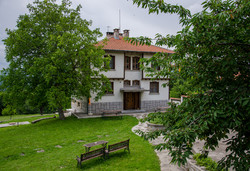 До 10.05. на почивка в хотел Бърдени; Трявна, с. Бърдени: 2 нощувки със закуски и вечери.