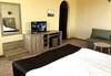Есенна почивка в с. Арбанаси ! 1 нощувка със закуска и вечеря, в най-новия хотел в Арбанаси - Комплекс Болярско село, wi-fi, паркинг, безплатно за дете до 3г. !  - thumb 8