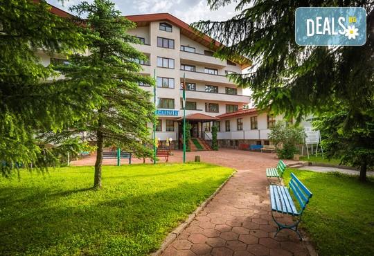Хотел Елина 3* - снимка - 2