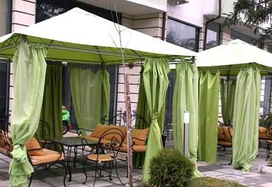 Почивка в Сандански в Семеен хотел Сантана! 1 нощувка в помещение по избор - единична, двойна  стая, студио или апартамент - Снимка