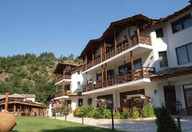 Почивка за Великден в хотел Петрелийски в село Огняново! 3 или 4 нощувки със закуски и вечери, ползване на минерален басейн, сауна и парна баня - Снимка