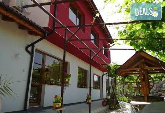 Къща за гости Кладенеца 2* - снимка - 3