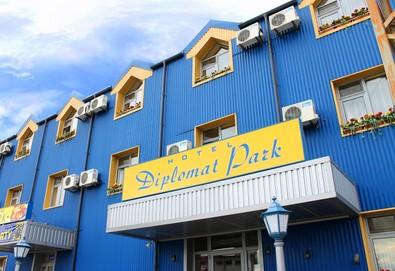 Почивка в уенес дестинация Луковит! Хотел Дипломат Парк, 1  нощувка в двойна стандартна стая, закуска и барбекю вечеря, безплатно настаняване на дете до 6г. - Снимка