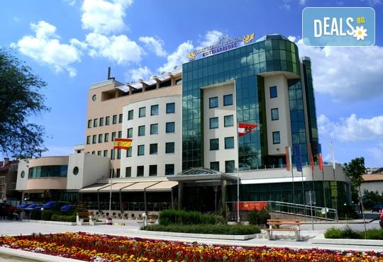 Хотел Дипломат Плаза 4* - снимка - 2