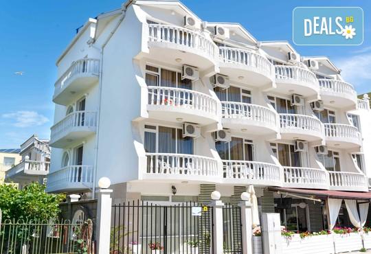Семеен хотел Янис 3* - снимка - 1