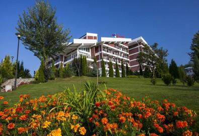 Промоционални цени за делнична почивка в Хотел Релакс КООП, курортен комплекс Вонеща вода! Нощувка на база закуска или закуска и вечеря, закрит басейн, сауна, парна баня, паркинг  - Снимка