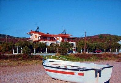 Почивка през лятото в Mantzanas Apartments, Халкидики, Гърция! 3/5/7 нощувки за до петима човека в едноспален или двуспален апартамент! - Снимка