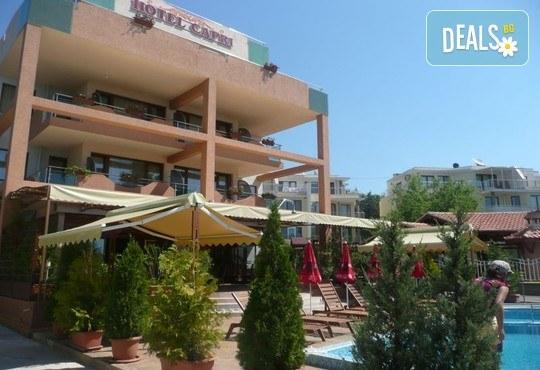 Хотел Капри 3* - снимка - 2