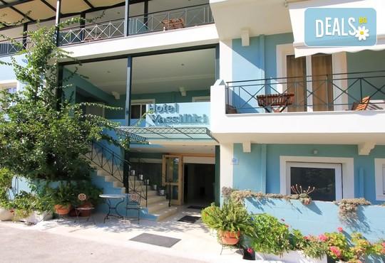 Vassiliki Bay Hotel 2* - снимка - 3
