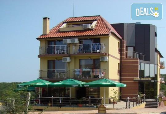 Семеен хотел Свети Георги 2* - снимка - 1