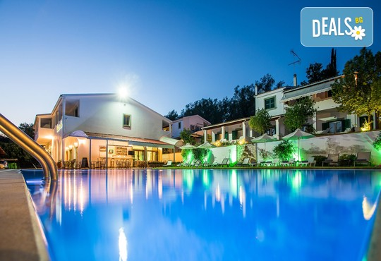 Across Paradise Inn Hotel 3* - снимка - 1