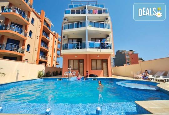Семеен хотел Мираж 3* - снимка - 1