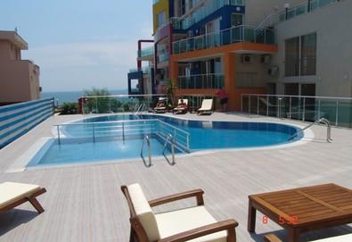 На 100 м от плажа в Апартхотел Биляна Сън Хоумс, к.к. Свети Влас! 1 нощувка в двойна стая, студио или апартамент, безплатно ползване на басейн, шезлонг и чадър, фитнес, паркинг, интернет - Снимка