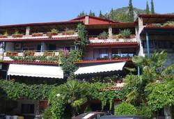 Минерални извори и релакс в Лутраки, Гърция! 2,3 или 5 нощувки със закуски в хотел Алмопия, безплатно за дете до 5.99г.  - Снимка