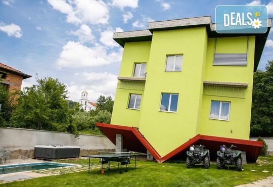 Къща за гости Обърнатата къща 3* - снимка - 1