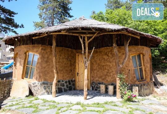 Еко къщи към Валентина Касъл Хотел - снимка - 3