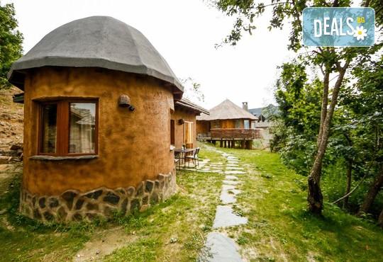 Еко къщи към Валентина Касъл Хотел - снимка - 2