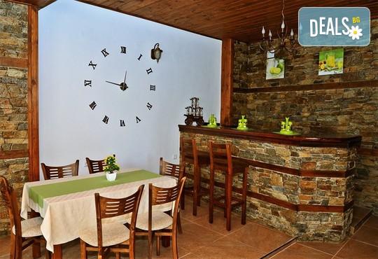 Къща за гости Къщата на времето 3* - снимка - 15