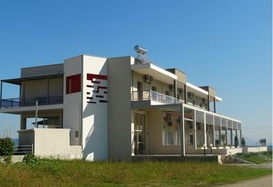 Почивка в Гърция през май или юни! 7 нощувки в двойно или тройно студио във Villa Strimonikos, Ставрос, Гърция - Снимка