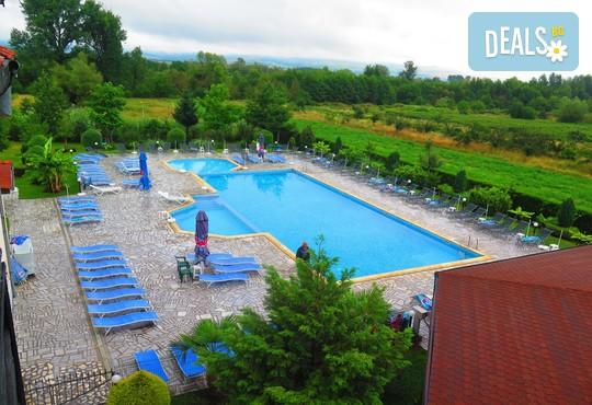 Хотелски комплекс Долна баня 3* - снимка - 2