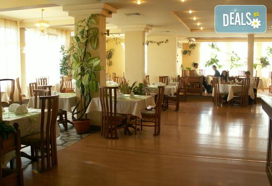 Хотелски комплекс Долна баня 3* - снимка - 14